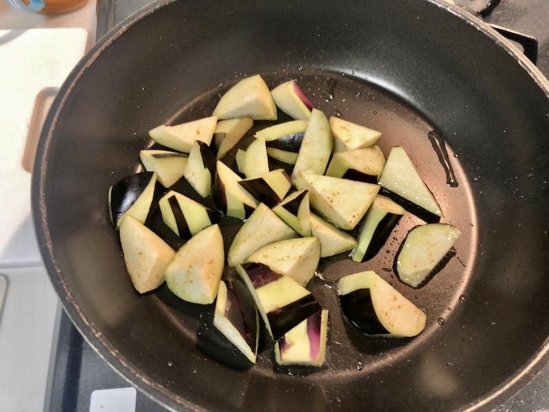 材料があれば簡単に作れる「茄子と豚バラの味噌炒め」